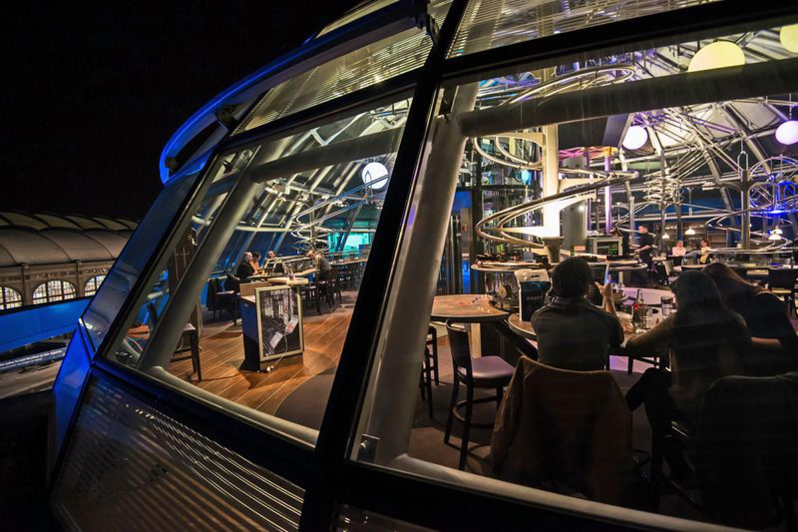 Schwerelos Das Achterbahnrestaurant Dresden In Dresden