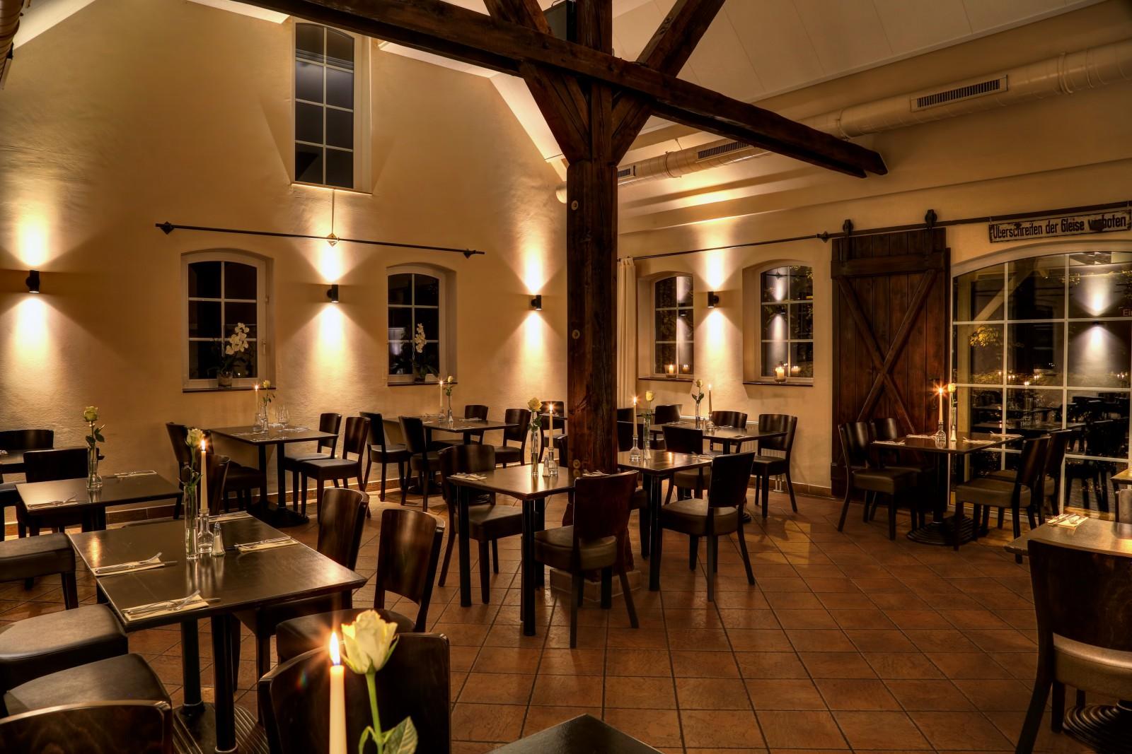 loks restaurant in neum nster. Black Bedroom Furniture Sets. Home Design Ideas