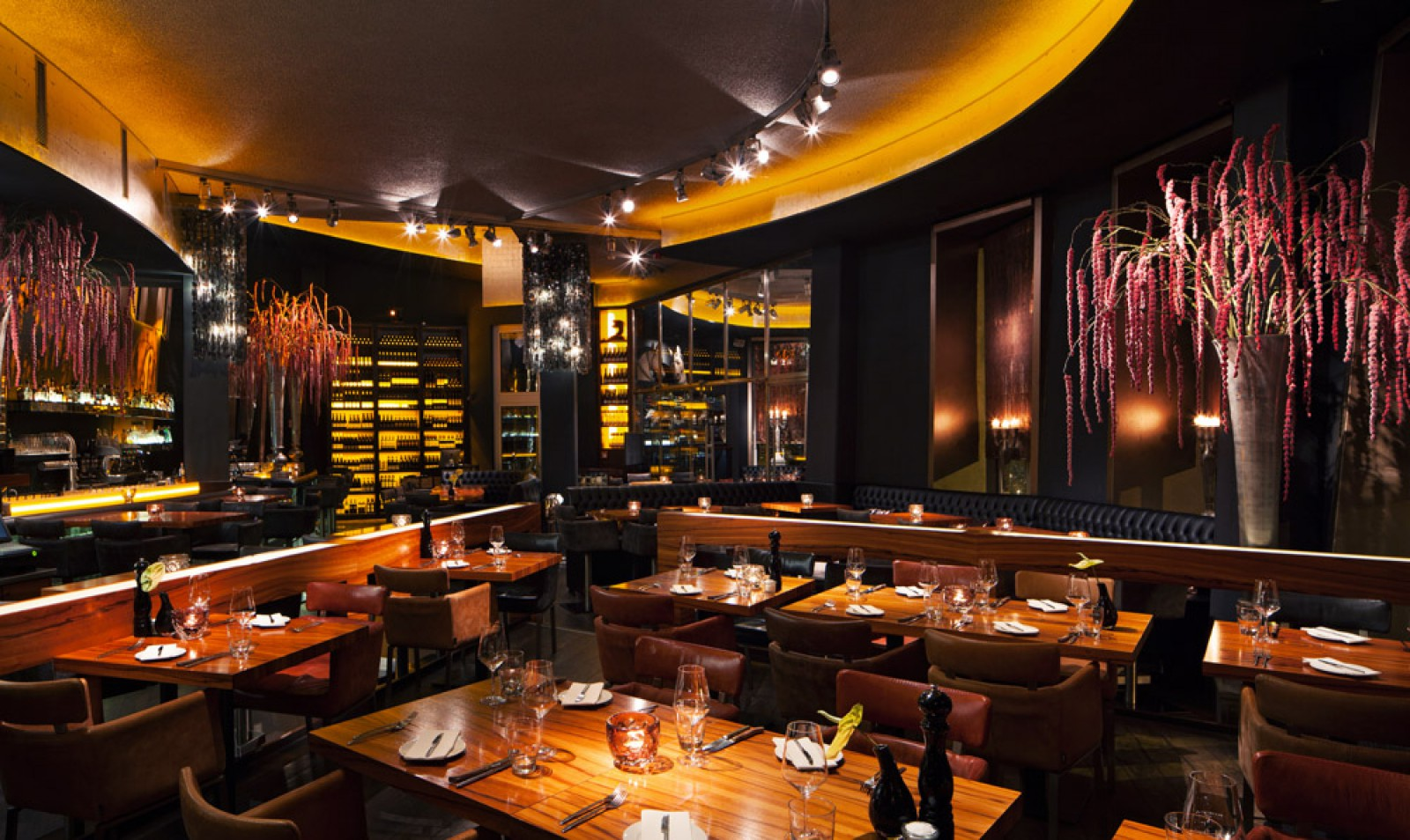 restaurant rocca im gehryaposs in d sseldorf. Black Bedroom Furniture Sets. Home Design Ideas