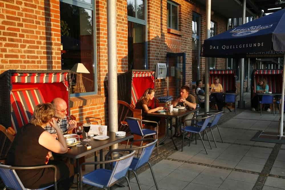 restaurant haus am see hafenkneipe in neubrandenburg. Black Bedroom Furniture Sets. Home Design Ideas