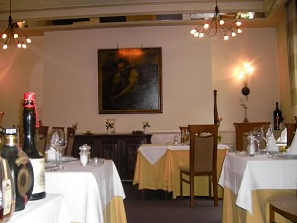 Restaurant Rotisserie Zum Krieler Dom In Koln