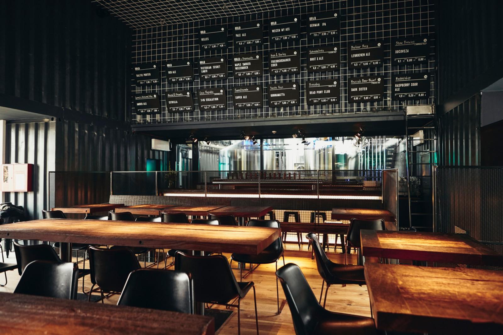 restaurant brlo brwhouse in berlin. Black Bedroom Furniture Sets. Home Design Ideas