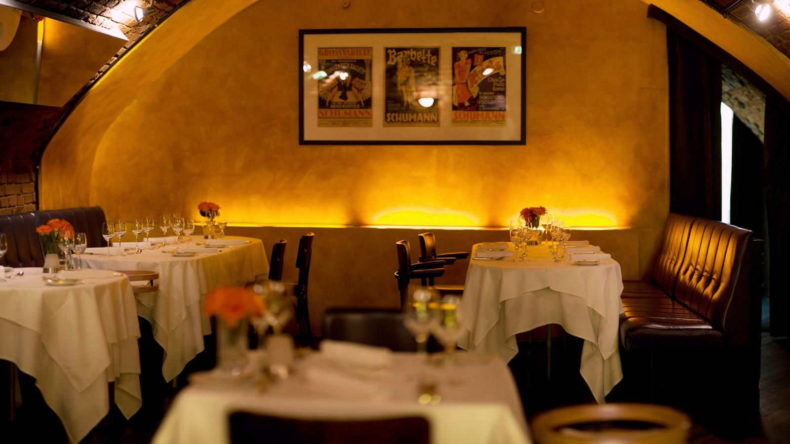 palastbar restaurant in frankfurt am main. Black Bedroom Furniture Sets. Home Design Ideas