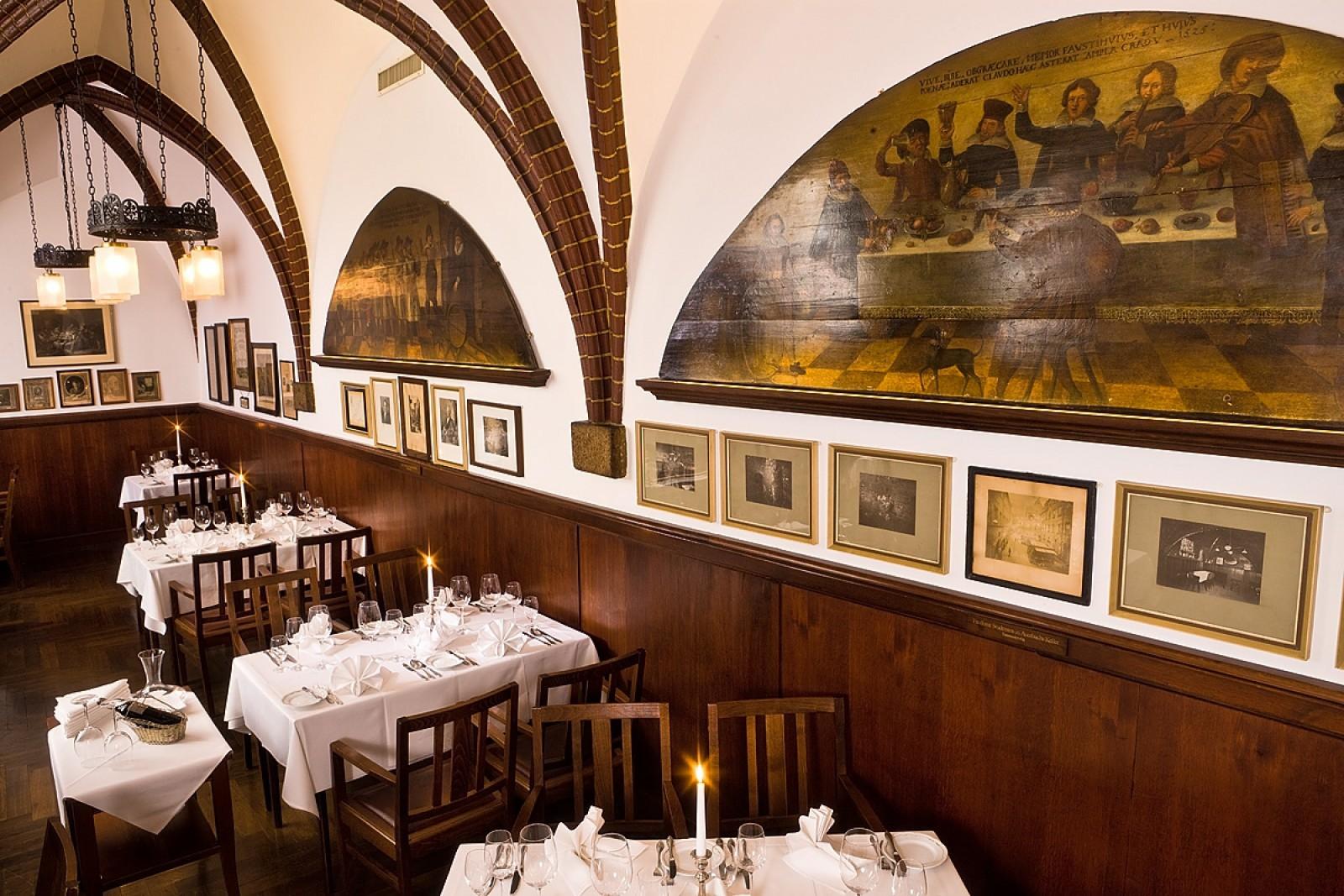 restaurant historische weinstuben in auerbachs keller in leipzig. Black Bedroom Furniture Sets. Home Design Ideas