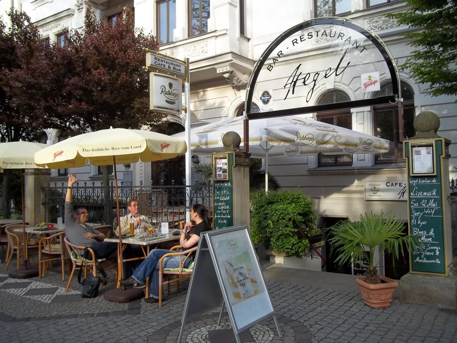 aposhegelapos bar restaurant in magdeburg. Black Bedroom Furniture Sets. Home Design Ideas