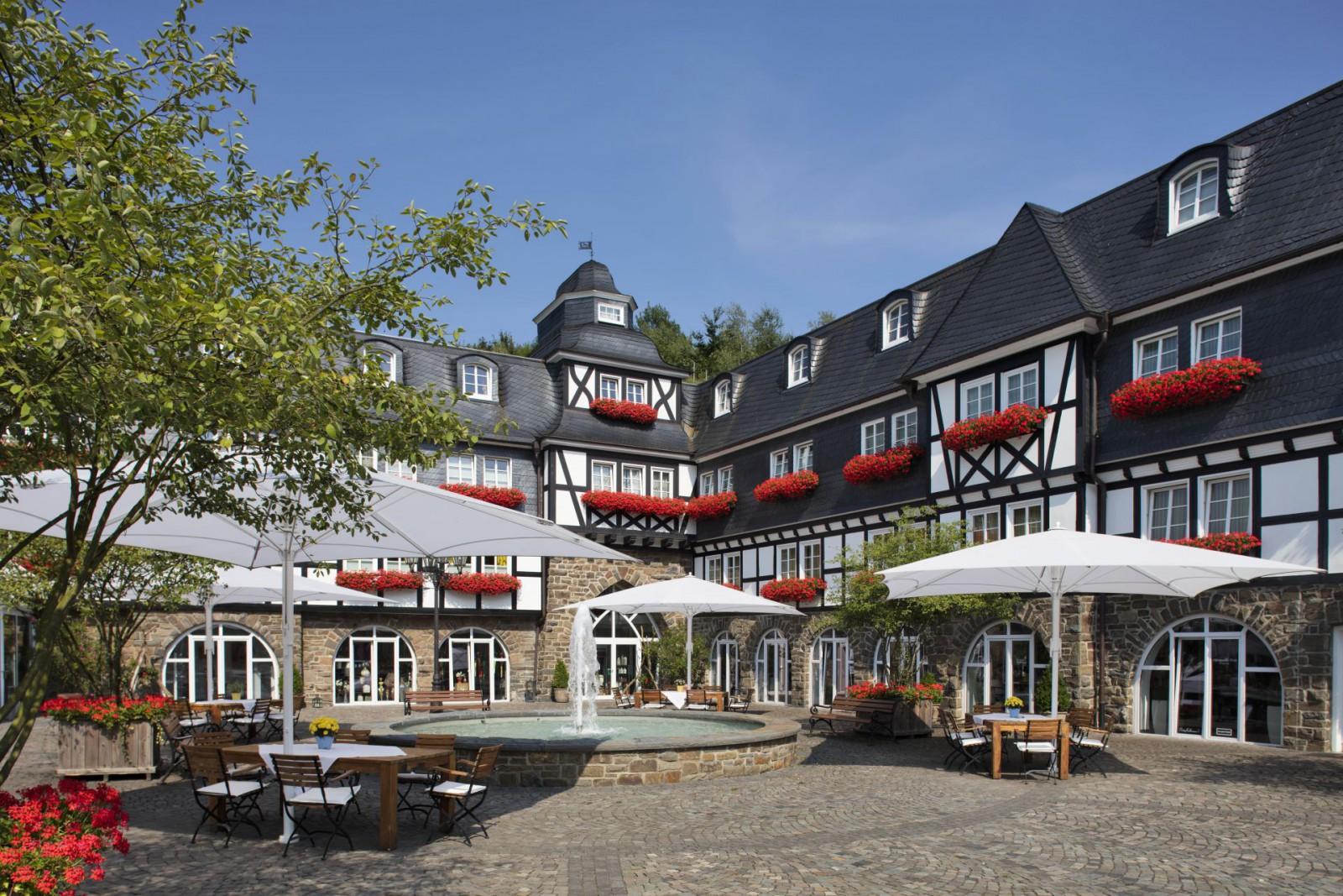 restaurant romantik und wellnesshotel deimann in schmallenberg. Black Bedroom Furniture Sets. Home Design Ideas